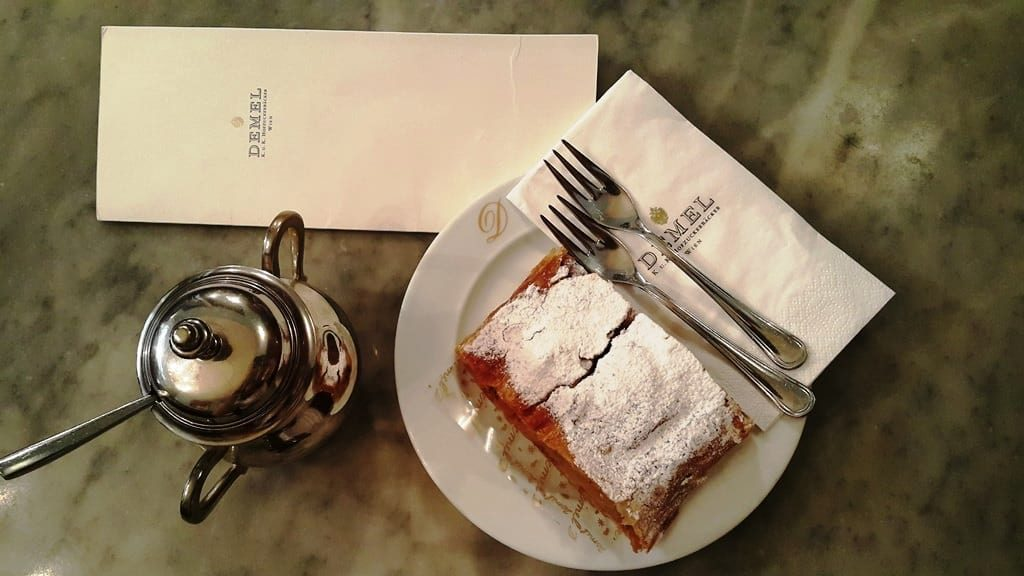 Viyana Apple Strudel Demel